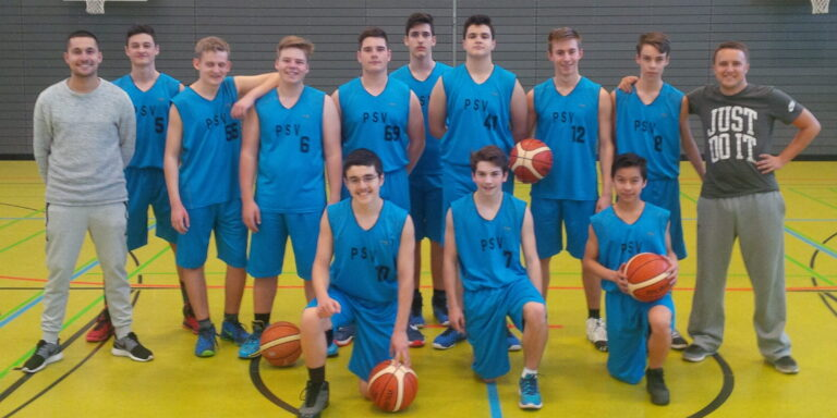 Junge Basketballer bei internationalem Turnier